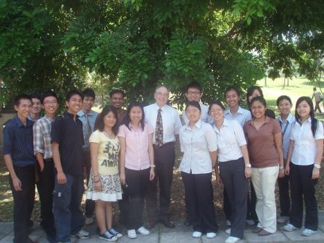 Mr. Goetzl with Greenpulse members in UMS